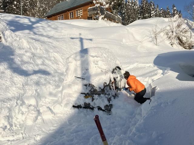 雪山車を救出