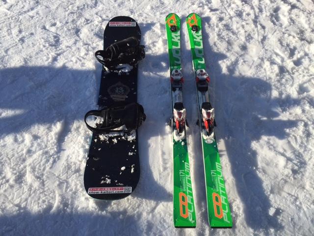 スキーとスノーボードの写真