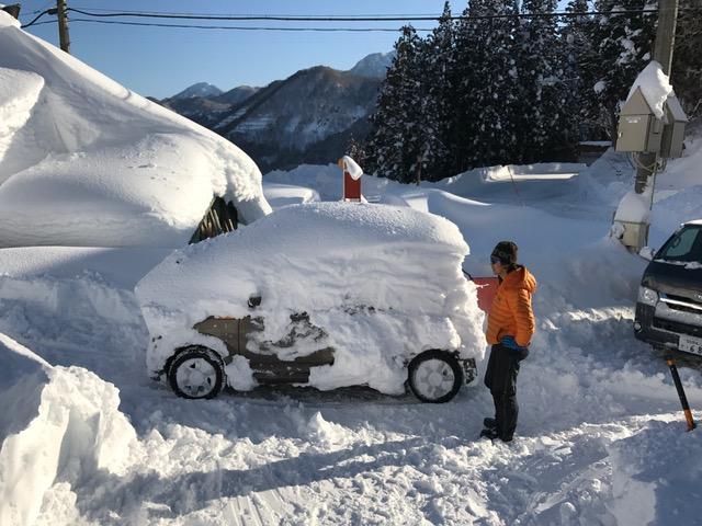 雪から救出した車