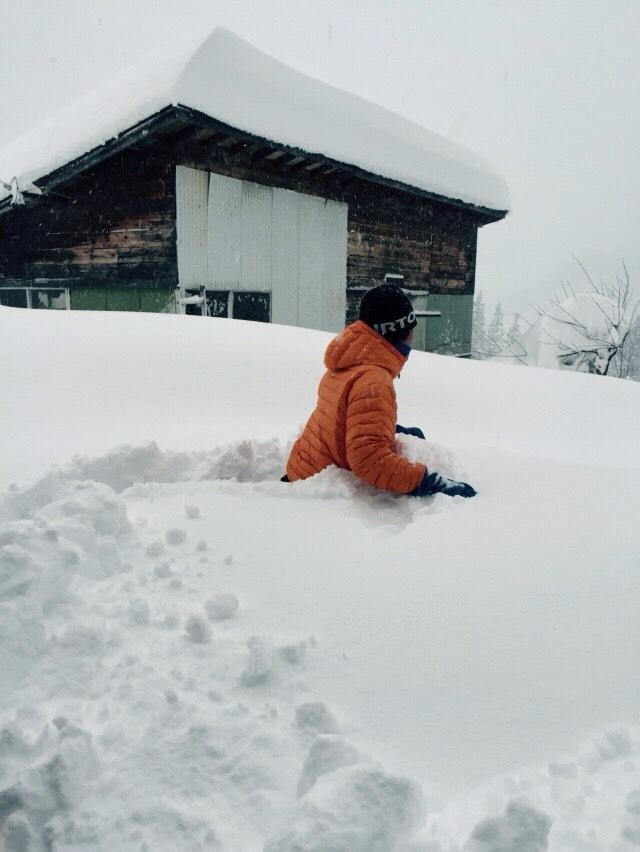 胸まである雪